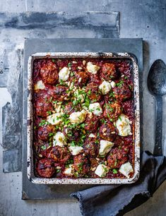 Greek lamb meatball, feta and tomato bake Greek Lamb Meatballs Recipe with Feta and Tomato Check out this indulgent lamb meatball bake. This simple traybake is a super easy, all in one family recipe. Meatball Recipes, Meatball Bake, Chicken Recipes, Lamb Dishes, Cooking Recipes, Healthy Recipes, Healthy Rice, Cooking Kale, Healthy Protein