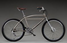 Gary Fisher's modified 1940s Schwinn featured front and rear derailleurs and motorcycle brake cables and levers.