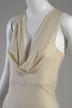 Characteristic Vionnet inventions included: the cowl neckline.