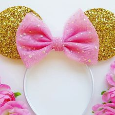 Lots of custom order requests for these gorgeous ears. Will add them to the shop at some point this week 💖 Mickey Mouse Crafts, Minnie Mouse Party, Mickey Ears, Diy Disney Ears, Disney Diy, Disney Crafts, Minnie Birthday, 1st Birthday Girls, Birthday Diy