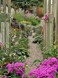 kary1954:  Secret garden!