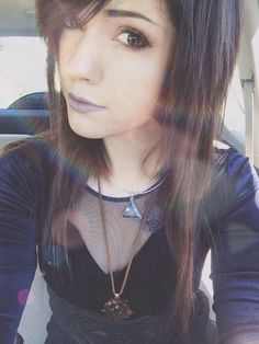 dark brown choppy hair with side bangs Pastel Pink Hair, Lilac Hair, Green Hair, Blue Hair, White Hair, Weave Hairstyles, Girl Hairstyles, Scene Hairstyles, Leda Monster Bunny
