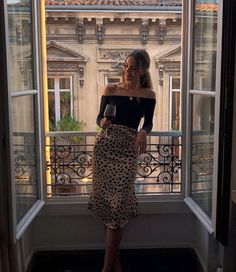 22 Holiday Outfits to Wear When You're Bored of Your Clothes Beste Urlaubsoutfits mit Röcken Classy Outfits, Trendy Outfits, Summer Outfits, Fashion Outfits, Classy Party Outfit, Paris Outfits, Work Outfits, Chic Outfits, Dinner Party Outfits