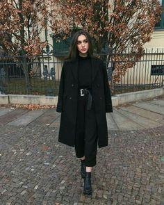 Winter Fashion Outfits, Hijab Fashion, Korean Fashion, Winter Outfits, Girl Fashion, Women's Fashion, Fashion Tips, Classy Fashion, Fashion Hacks
