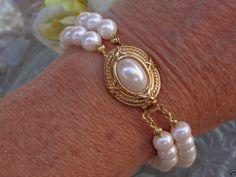 VINTAGE DESIGNER Double Strand Glass Pearl Bracelet BRIDAL WEDDING JEWELRY AVON? #Avon #StrandVTGPearlDESIGNERBridalWeddingJewelry