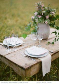 Une table où partager un bon pain, un bon vin et quelques fromages....