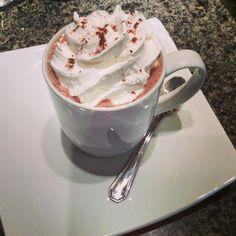Chocolate quente do camomila bistrô e café