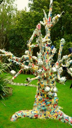 "A great ""TEA TREE""the Mosaic Garden Waihi New Zealand This is the House and Garden of N. The Mosaic Garden is on the North Island of New Zealand , 22 Connell Street East. Mosaic Crafts, Mosaic Projects, Mosaic Art, Mosaic Glass, Mosaic Tiles, Glass Art, Art Projects, Mosaic Garden Art, Tiling"