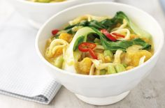 Gesunde Rezepte - Thai curried noodles - 150 family dinners under 500 calories Dinners Under 500 Calories, 500 Calorie Meals, Low Calorie Recipes, Healthy Dinner Recipes, Vegetarian Recipes, Healthy Meals, Low Calories, Healthy Options, Healthy Food