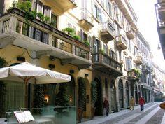 via Fiori Chiari, quartiere Brera, Milano, la capitale della moda.
