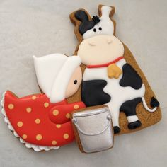 Adorableness by Sugarbelle. LOVE that cow! Cow Cookies, Galletas Cookies, Fancy Cookies, Easter Cookies, Cupcake Cookies, Sugar Cookies, Cupcakes, Cookie Tutorials, Sweet Pic