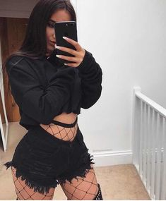 Going Out Outfits – Lady Dress Designs Edgy Outfits, Grunge Outfits, Girl Outfits, Summer Outfits, Fashion Outfits, Style Fashion, Club Outfits Shorts, Fashion Clothes, Cute Rave Outfits
