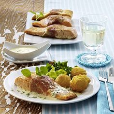 Anglerschmaus mit Zitronenmelisse-Soße Rezept Camembert Cheese, French Toast, Tacos, Fish, Breakfast, Ethnic Recipes, Lemon Balm, Popular Recipes, Food Portions