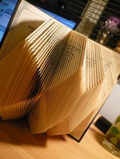 DIY: book folding art – Laundry On Sundaes Paper Folding Designs, Book Christmas Tree, Paper Succulents, Book Page Crafts, Diy Crafts How To Make, Newspaper Crafts, Book Sculpture, Art Template, Sculptures