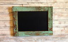 ペイント古材を使用した黒板です。size / 縦30cm 横40cm 厚さ2.5cm ※古材を使用している商品は年月を経て風化した為、自然にしか出せない風合い...|ハンドメイド、手作り、手仕事品の通販・販売・購入ならCreema。
