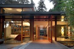 This previously dark and disorganized 1950s mid-century modern home was redesigned by architecture studio Bohlin Cywinski Jackson to meet the needs of a young family who desired a sense of transparency and light to take advantage of the serene qualities of their wooded site in Seattle, Washington. The owners, a musician and jewelry designer with …