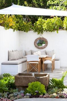Cool Small Courtyard Garden Design Ideas For You - While you may't bodily enhance the scale of a small backyard, you may definitely make use of a number of visible tips to create the phantasm of area. Urban Garden Design, Small Patio Design, Backyard Garden Design, Courtyard Design, Backyard Shade, Shade Garden, Small Courtyard Gardens, Small Courtyards, Small Backyard Gardens
