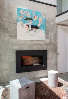 salon pared hormigon cuadro decorativo chimenea ideas