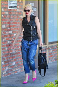 Gwen Stefani Gets Noticed in Hot Pink at Acupuncture Clinic!