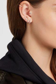 Diamants pavés, poids total : 0,19 carat ; opales   Fermoirs tige pour oreilles percées  Cette pièce a été certifiée conforme à la loi britannique de 1973…