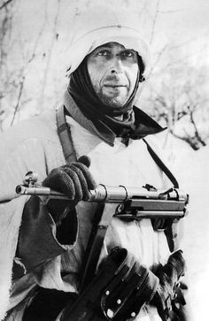 A German soldier with a faraway look poses for the photographer. This photo was taken early 1942 at the eastern front, when the German army suffered heavy losses in the Russian winter, due to a lack of appropriate clothing. Nagasaki, Hiroshima, German Soldiers Ww2, German Army, Military Photos, Military History, Germany Ww2, German Uniforms, Ww2 Photos