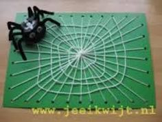 Spin in web Insect Crafts, Bug Crafts, Halloween Activities For Kids, Halloween Kids, Egg Carton Crafts, Autumn Crafts, Art Lessons Elementary, Art Plastique, Preschool Crafts