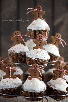 Gingerbread Cupcake Tree - make a batch of gingerbread muffins with buttercream frosting, all topped with adorable gingerbread men.