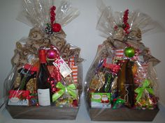 Holiday Gift Baskets, Wine Gift Baskets, Holiday Gifts, Holiday Decor, Coffee Baskets, Things To Do In Kelowna, Golf Drawing, Real Estate Gifts, Wine Festival