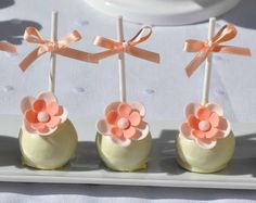 Simple and pretty cake pops (Francisca Neves).