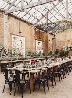 Wedding Designs Botanical Barcelona Wedding - Inspired by This - This beautiful botanical wedding was held inside an overflowing-with-foilage greenhouse in Barcelona. Could you picture anything more magical? Wedding Trends, Wedding Designs, Wedding Styles, Wedding Ideas, Industrial Wedding Inspiration, Greenhouse Wedding, Greenhouse Plans, Warehouse Wedding, Botanical Wedding
