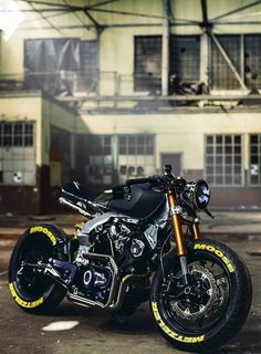 Cafe Racer Motorcycle, Moto Bike, Motorcycle Style, Cool Bicycles, Cool Bikes, Vrod Custom, Cafe Racing, Bmw Cafe Racer, Chopper Bike