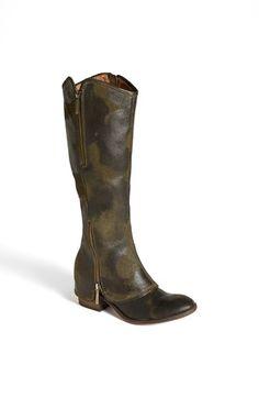 'Devi' 3 Boot