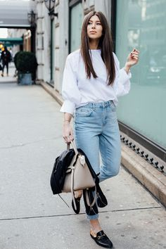 White Blouse Outfit, White Shirt Outfits, Blue Jean Outfits, Mom Jeans Outfit, Blue Jean Wedding, Denim Fashion, Fashion Outfits, Women's Fashion, White Shirt And Blue Jeans