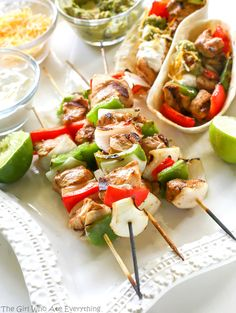 Grilled Fajitas on a Stick - Fun way to serve them, and each skewer fits nicely into a tortilla. : The Girl Who Ate Everything Grilling Recipes, Lunch Recipes, Easy Dinner Recipes, Mexican Food Recipes, Easy Meals, Cooking Recipes, Healthy Recipes, Ethnic Recipes, Grilling Ideas