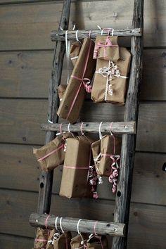 joulukalenteri,heinäseivästikkaat,joulu,sisustustikkaat,tikkaat sisustuksessa Christmas Calendar, Christmas Diy, Merry Christmas, Christmas Decorations, Xmas, Diy Recycle, Flyer, Green And Gold, Ladder Decor