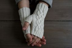 Ravelry: Traveling Cable Hand Warmers by Purl Soho