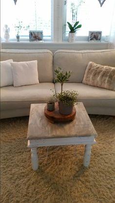 My livingroom.. instagram: engersandra My House, Living Room, Table, Furniture, Instagram, Home Decor, Homemade Home Decor, Mesas, Home Furnishings