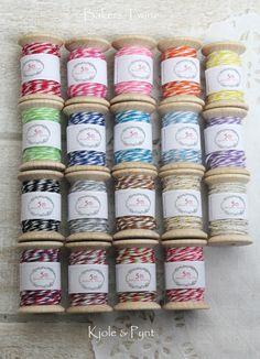 Bakers Twine auf Holzspulen Shops, Bakers Twine, Art Supplies, Advent Calendar, Holiday Decor, Crafts, Home Decor, Pearls, Flowers