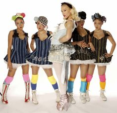Google Image Result for http://ratemyfresh.com/blog/wp-content/uploads/2009/07/gwen-stefany-harajuku-girls.jpg