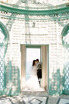 Gorgeous! Love this stunning Miami wedding shot by Elaine Palladino Photography | via junebugweddings.com