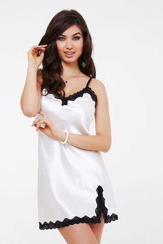 37f4454e2 Camisola curta em cetim com renda Dama da Noite