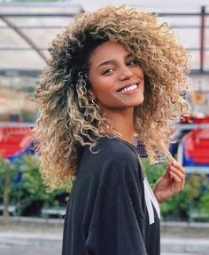 Long Curly Hairstyles and Colors 2019 long curly hairstyles; trendy hairstyles and colors side part long curly hair; middle parted long curly hairlong curly hairstyles; trendy hairstyles and colors side part long curly hair; middle parted long curly hair Afro Blonde, Blonder Afro, Blonde Curly Hair Natural, Ombre Curly Hair, Blonde Curls, Middle Part Curly Hair, Long Curly Blonde Hair, Girls With Curly Hair, Blonde Highlights Curly Hair