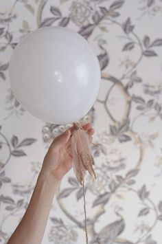 jazz up simple white balloons with glitter dipped feathers ~ click for feather tutorials