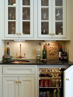 Like the fridge for wine and pop Traditional Family Room Small Home Bar Design, Pictures, Remodel, Decor and Ideas - page 17 Wet Bar Designs, Small Bar Areas, Small Space, Small Bars For Home, Kitchen Desks, Kitchen Bars, Kitchen Pantry, Kitchen Sink, Traditional Family Rooms