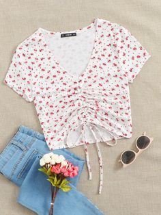 Girls Fashion Clothes, Teen Fashion Outfits, Cute Fashion, Girl Fashion, Cropped Tops, Cute Teen Outfits, Trendy Outfits, Floral Top Outfit, Jugend Mode Outfits