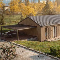 Ein modernes Holzhaus im Grünen? 🌲 Davon träumt auch unser Kunde, dem wir aktuell ein nachhaltiges Architektenhaus in Falkenstein bauen. Wie gefällt es euch? 💚 #einzigartig #architektur  #holzhaus #architekt #architektenhaus #modernearchitektur #greenliving #igersaustria #falkenstein #referenz #außenarchitektur #bauen #hausbauen #natur #traumhaus #nachhaltig #smartliving #energiesparhaus #sonne Style At Home, Cabin, House Styles, Outdoor Decor, Home Decor, Modern Wood House, Modern Architecture, Natural Stones, Sustainability