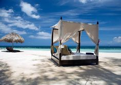 """Ein Bett im Kornfeld…"". Noch besser: ein Bett am Strand :-)  http://www.lastminute.de/Urlaubsangebote/Warm-und-billig/warm-und-billig-reisen-angebote.html?lmextid=a1618_180_e303047"