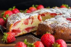 Easy Strawberry Cake with Strawberry Sauce . Easy Strawberry Cake with Strawberry Sauce. It has a soft, moist crumb and is bursting with fresh strawberry flavor Fresh Strawberry Recipes, Strawberry Sauce, Strawberry Cakes, Food Cakes, Cupcake Cakes, Desserts Thermomix, Dessert Recipes, Desserts Printemps, Sour Cream Cake