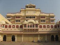 http://travelinjaipur.com/heritage-hotels-in-jaipur