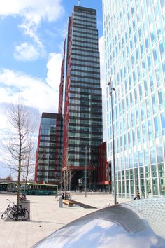 Carlton toren, WTC Martinex en deel van het Bezinningsmonument Almere Stad